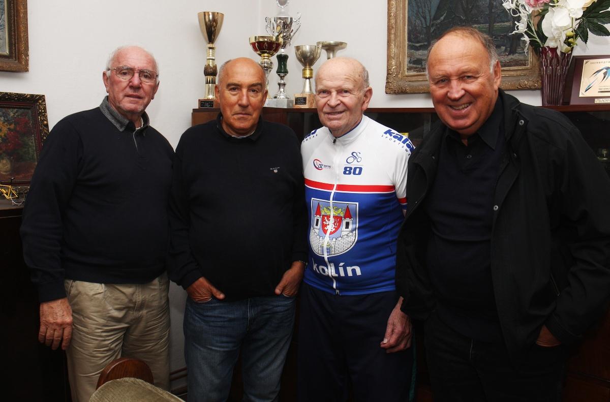Jaroslav Lacina (druhý zprava) oslavil letos 80. narozeniny